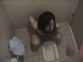 GJな水泳部のドスケベ女子○生が更衣室でオナってるところ盗撮うp