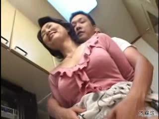 母親のムチムチした大きいお尻が堪りません!(fc2動画)