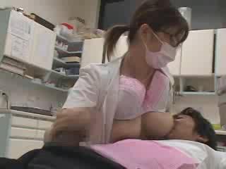 こんな歯医者あったら通うよね!マスク歯科助手がおっぱい&手コキの赤ちゃんプレイ動画