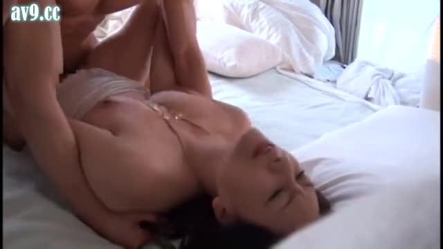 巨尻の熟女のハメ撮り無料obasan動画。巨乳で巨尻の淫乱ボディ熟女の肉厚まんこに肉棒打ち込むハメ撮りセックス!